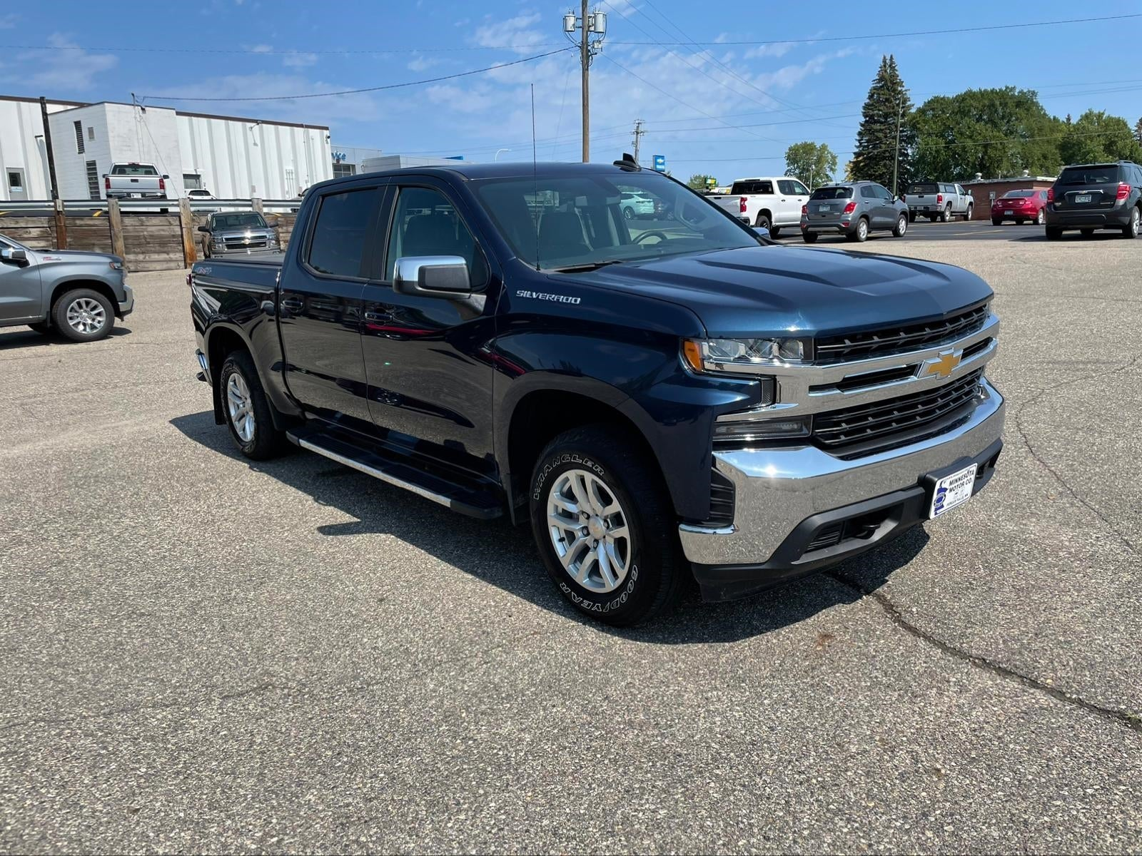 Used 2020 Chevrolet Silverado 1500 LT with VIN 3GCUYDED9LG308541 for sale in Fergus Falls, Minnesota